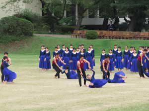 体操会の裏方で活躍する学部生