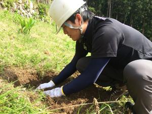 ネパールワークのための植林演習を行う