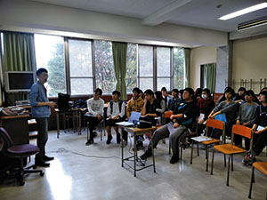 「職業と生き方II」卒業生のキャリアから学ぶ