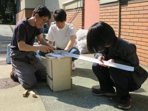 木工と金属加工の実習